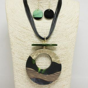 New💕 Wooden Green Cellulose Acetate Necklace Set